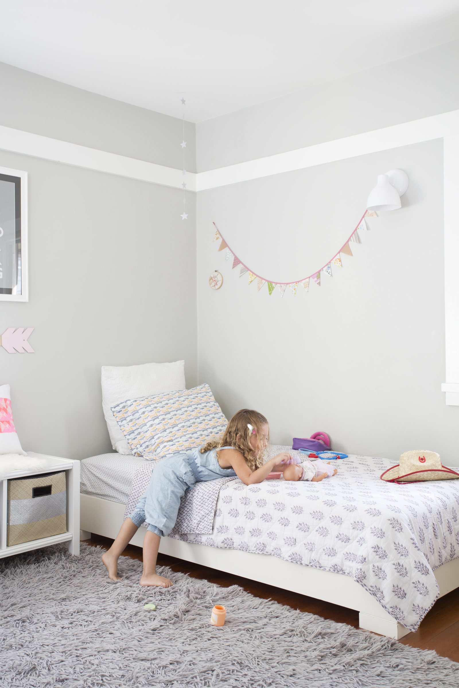 In this Ask an Organizer: Kid Edition! a few organizing experts share how to keep your home filled with kids clean and without clutter!